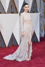 Rooney Mara, vestido por Givenchy Haute Couture by Riccardo Tisci.