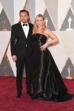 Jack e Rose lindos e mara... Ops! Eu quis dizer: Leonardo DiCaprio e Kate Winslet lindos e maravilhosos. Terno Armani e vestido Ralph Lauren.