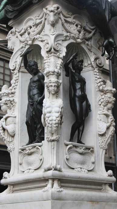 Mini-statues