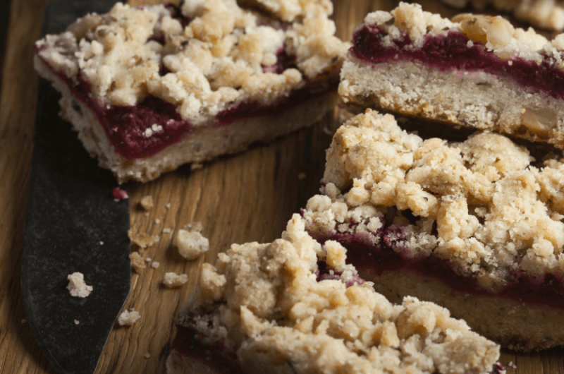 Low-Carb Raspberry Crumble Bars