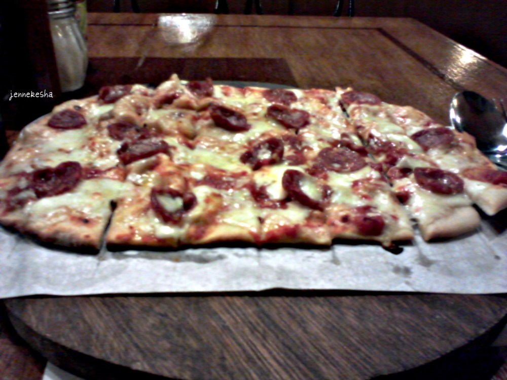 Pizza Day #3: The Old Spaghetti House's Pepperoni and Cheese Pizza (2/6)