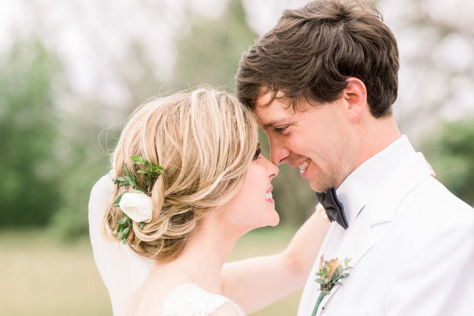 bride and groom photo. tips for hiring a wedding photographer