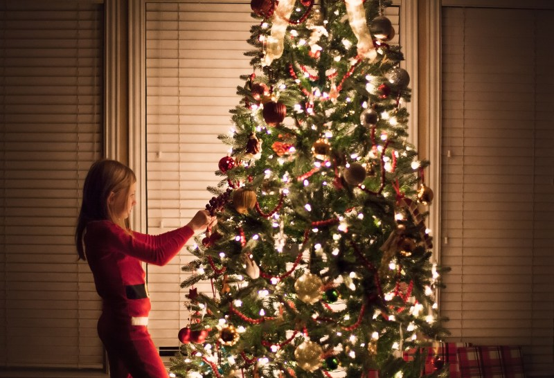 flower mound family photographer how to take photos by the christmas tree