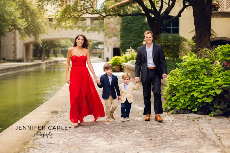 Formal portraits, what to wear for portraits, family portraits, couple photography, engagement photography, what to wear guide, Las Colinas Mandalay Canals