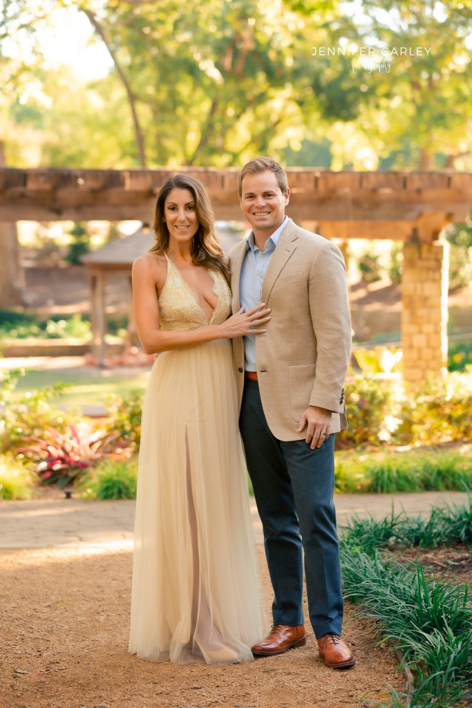 Formal portraits, what to wear for portraits, family portraits, couple photography, engagement photography, what to wear guide, Grapevine Botanic Gardens