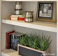 Accessorizing a bookshelf that won't look cluttered and messy