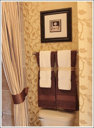 Small Bathroom Makeovers Create An Attractive And Inviting Room - Orange decorative towels for small bathroom ideas