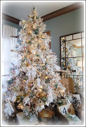 This Amazing Decorated Christmas Tree Is From The Bachmanu0027s Holiday Ideas  House Of 2010, And Was Showcased On Rachel Le Grandu0027s Blog ...