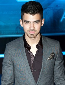 Hey, Here's a Cool Way, Courtesy of Joe Jonas, for a Child Star to 'Grow Up': Tell the Truth
