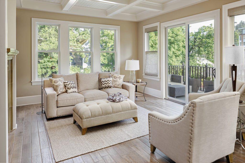 Luxury living room w/hardwood floors