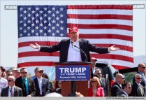Fountain Hills, Arizona, USA. 19th March, 2016. Donald Trump speaks during a campaign rally at Fountain Park. Mr. Trump is leading in the polls for the Arizona primary election which will be held of Tuesday. © Jennifer Mack/Alamy Live News