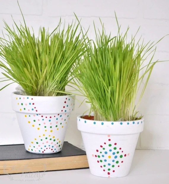 Make these easy paint dot flower pots for a touch of color