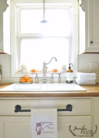 Kitchen windowsill decorating ideas