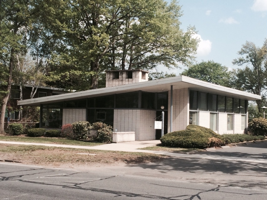 For lease free standing west springfield office bldg jennings real estate for Olive garden west springfield ma