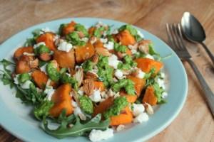 Zoete aardappel salade met geitenkaas
