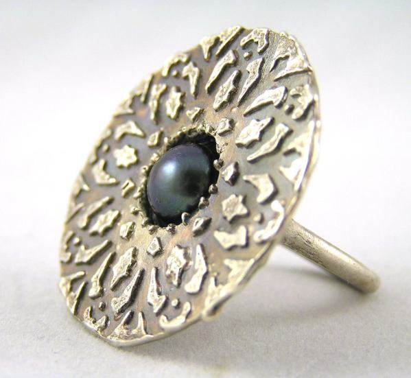 Kashgar ring; fine silver and freshwater pearl