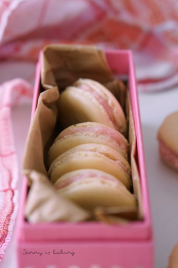 strawberry macarons with no artificial food coloring