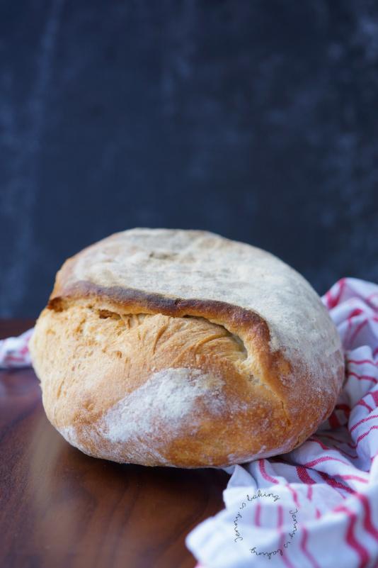 Italienisches Brot mit Weizengrieß und Olivenöl