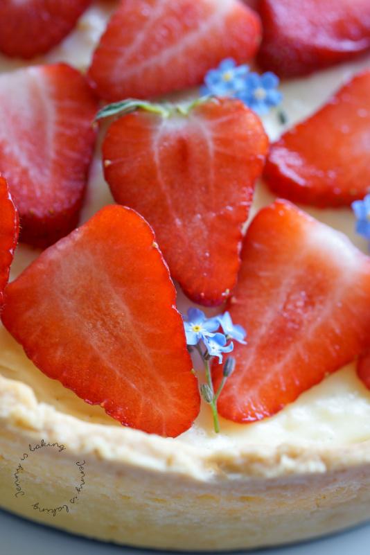 Der cremigste Käsekuchen mit Erdbeeren