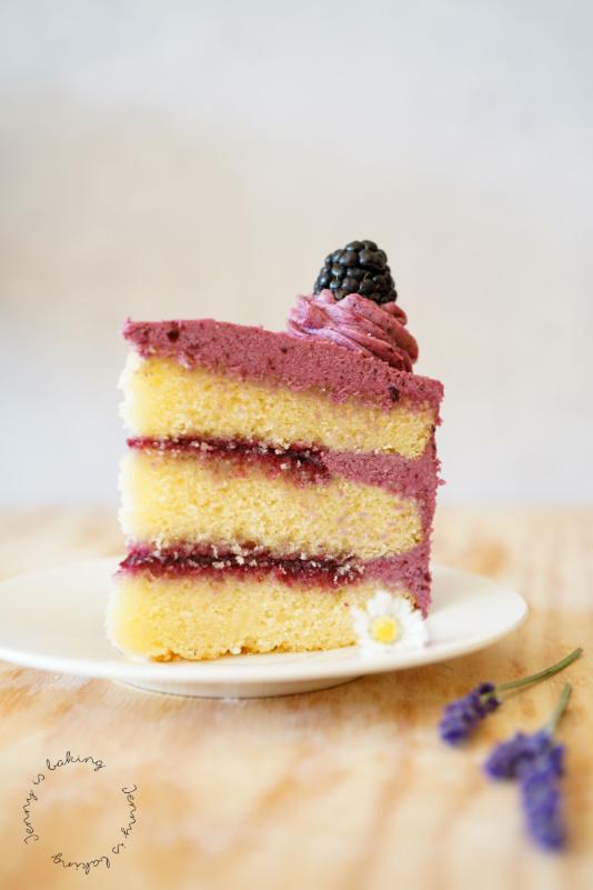 Sommerliche Brombeer-Lavendel-Torte