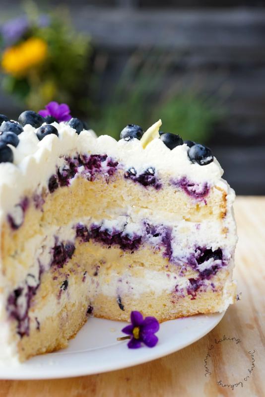 Super saftige Heidelbeer-Zitronen-Torte