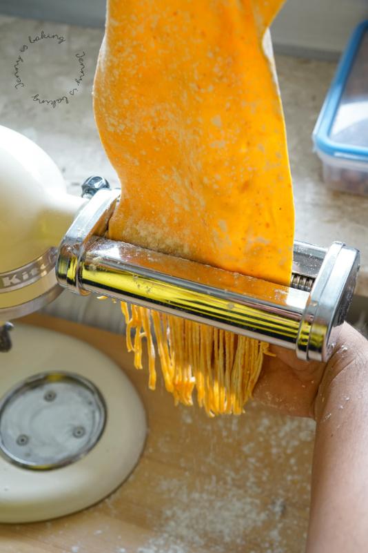 Kürbis-Pasta wird vorbereitet