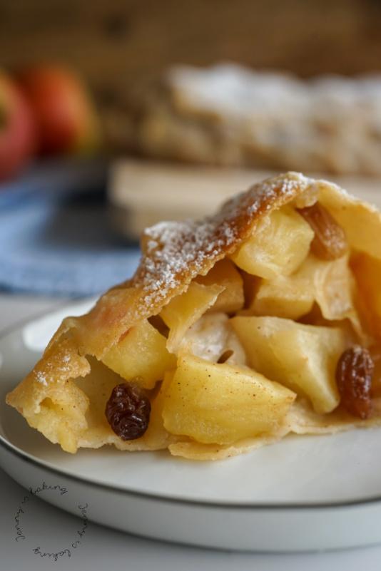 Apfelstrudel mit Rahm