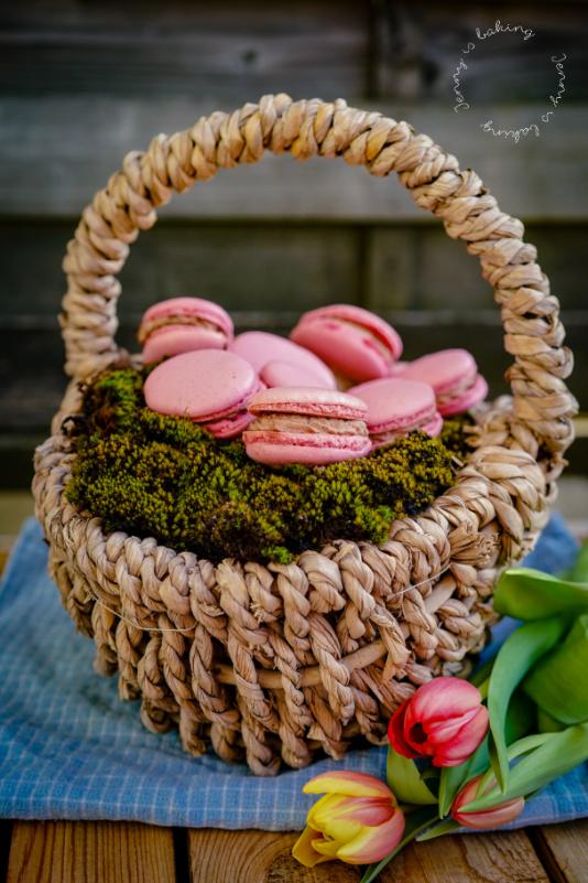 Ostereier-Macarons nach der italienischen Methode