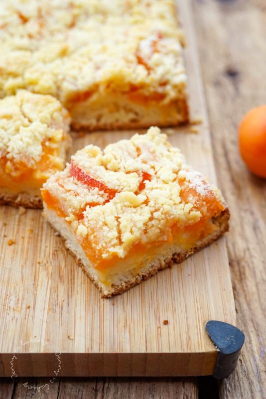 Aprikosen-Blechkuchen mit Streuseln wie bei Oma