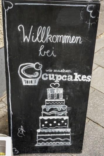 Willkommensschild vom Café Wir machen Cupcakes in München