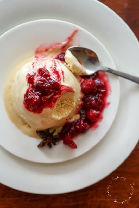 Espresso-Parfait mit Cranberry-Soße
