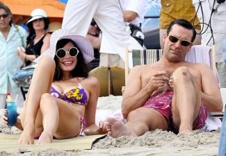mad-men-hawaii-beach-megan-don-draper-jessica-pare-jon-hamm-11