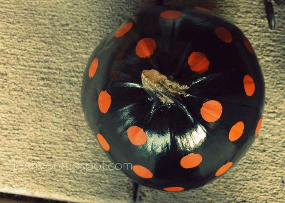 painted polka dot pumpkins via @jennyonthespot