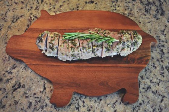 Rosemary Garlic Oven Roasted Pork Tenderloin via @jennyonthespot