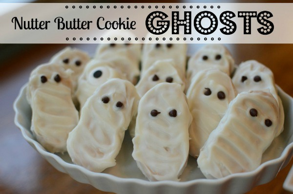 Halloween Treats: Nutter Butter Cookie Ghosts via @jennyonthespot