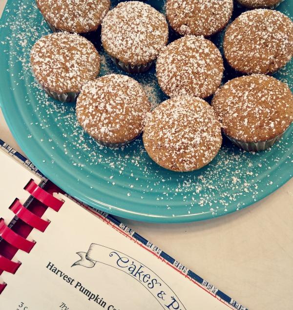 pumpkin mini muffins via @jennyonthespot