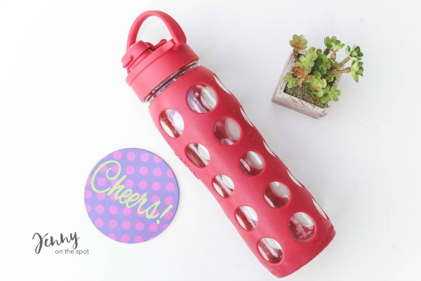 13 College Student Must-Haves - The Dorm Edition - reusable water bottle via @jennyonthespot