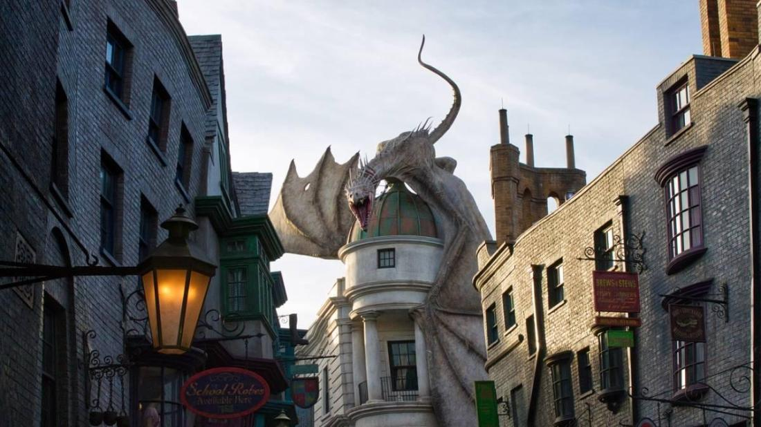 Dragon at Harry Potter World
