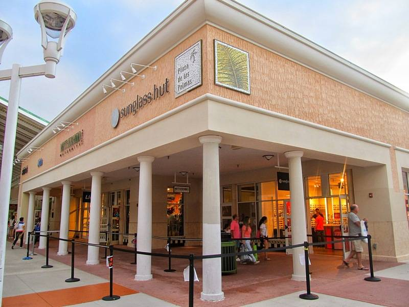 Outdoor outlet mall in Orlando