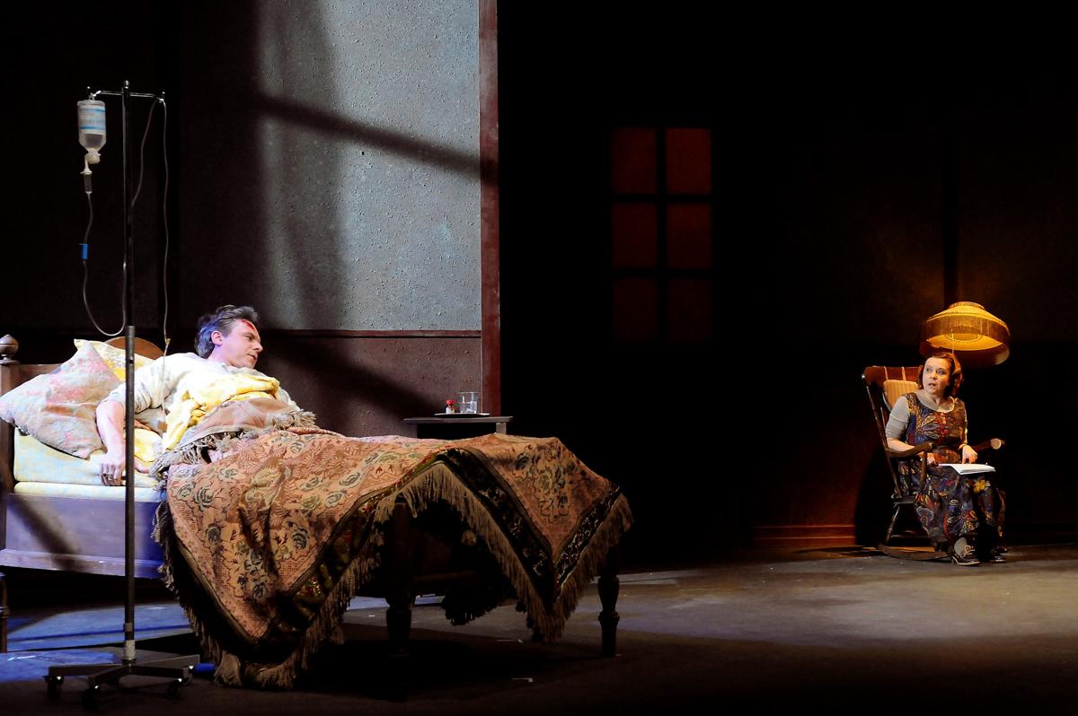 Misery. Angelika Hart (Anni Wilkes), Raik Singer (Paul Sheldon)