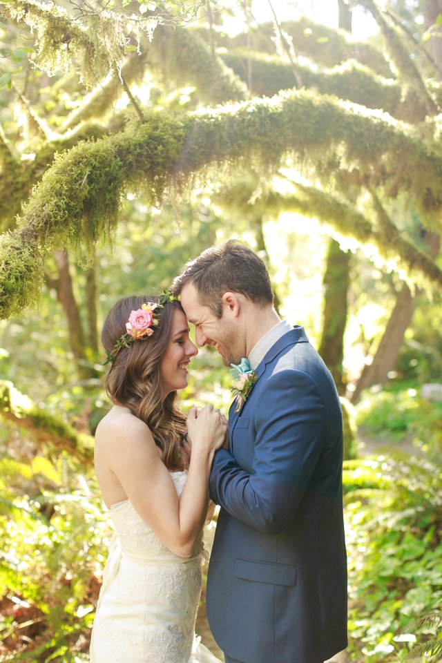 Treehouse Point Bridal Shoot || Flowers by Jen's Blossoms || Photo by Lloyd Photography