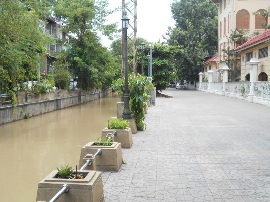 The quite side of the canal