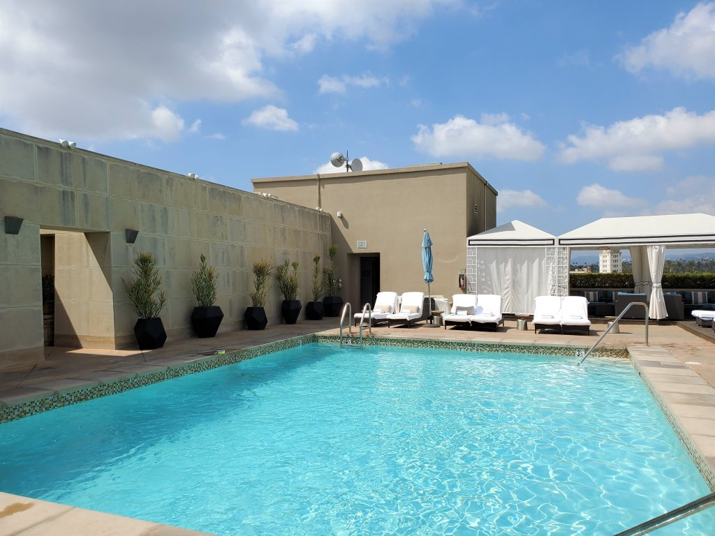 Viecroy L'Ermitage Beverly Hills rooftop pool