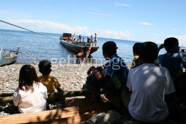 UN Food Distribution Reaches Displaced Filipino Communities