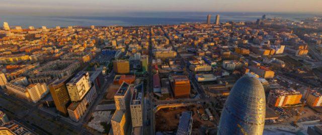 Poblenou, bairro de Barcelona que se tornou modelo em pequena escala de uma Fab City. Foto: Divulgação