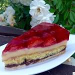 Jordbærkake med pudding og sjokolade