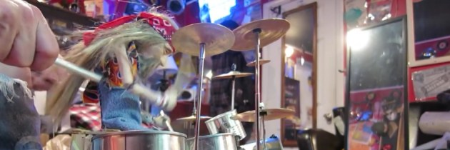 Drummarionet speelt Rush' Tom Sawyer