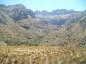 Valles escalonado de fondo plano, perfecta descripción dada por Manolo en si libro Sierra Nevada de Mérida