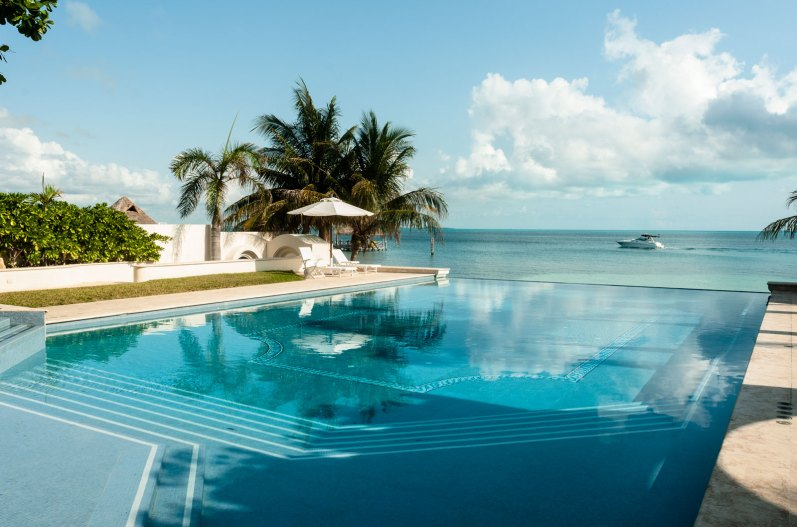 Vanishing edge pool at Villa on the Beach