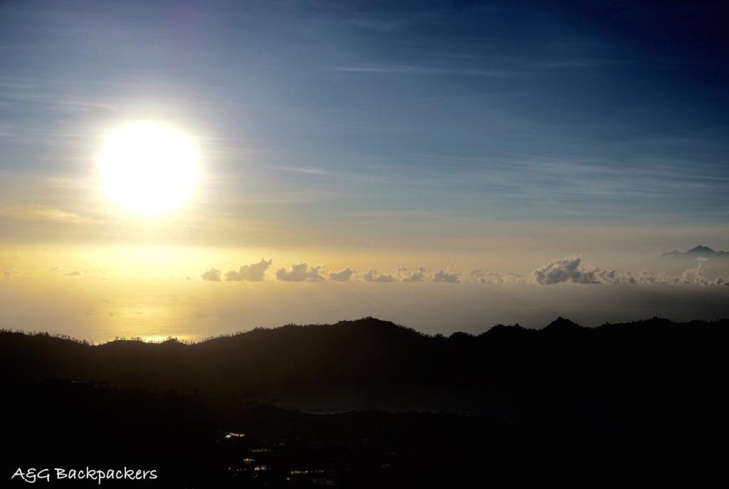 Sunrise from Mont Batur - Levé du Soleil depuis le mont Batur